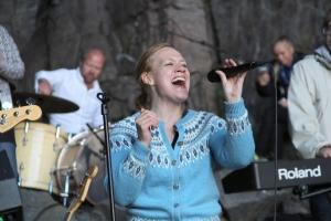 Anneli Drecker i Kirkhelleren, Trænafestivalen 2015. Foto: Leif Steinholt